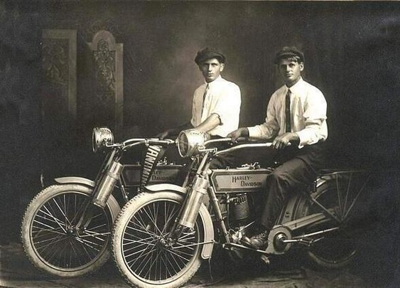 HistoryInPics: William Harley and Arthur Davidson, 1914