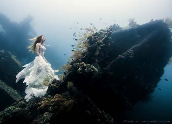 Underwater Fantasy Shoot in Bali: 7 Divers, 2 Models and 1 Underwater Shipwreck
