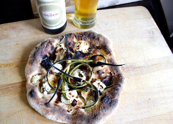 Garlic Shoot Pizza - rotio/food