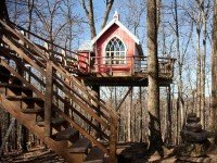 Sorry, kids, this beautiful treehouse is designed for awesome adults-only sleepovers | Roadtrippers