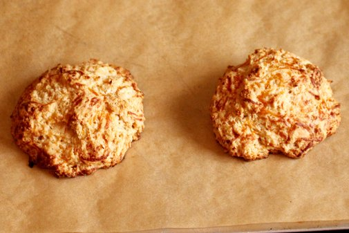 Maple Cheddar Biscuits - rotio/food