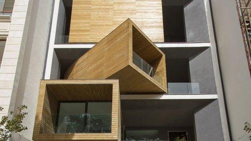 Two-faced Sharifi-ha House changes shape on demand