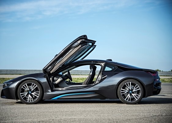 The BMW i8: Bayerns Hybrid Sports car