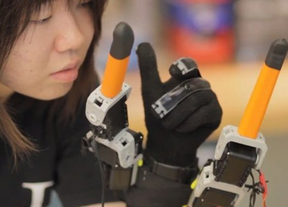 MIT adds two robotic fingers to the human hand