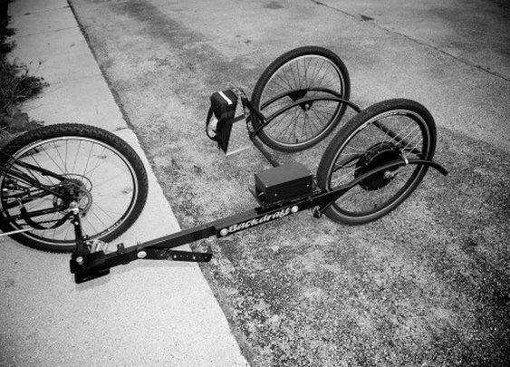 Modular, electric bike trailer provides strain-free haulage