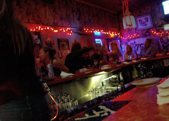5 Things Women Find Annoying About Guys in Bars | Orlando Culture Shock
