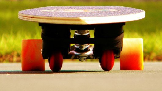 Swing Blade skateboard carves and climbs without foot push-off