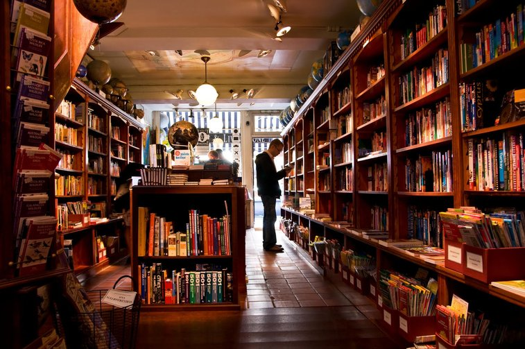 Day at the Bookstore. | My Story.