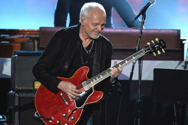 Peter Frampton Throws Fan's Cell Phone During Concert