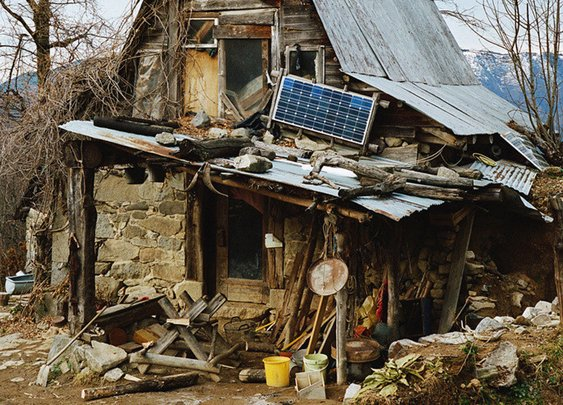 Photog Documents Men And Women Who Live Off The Grid