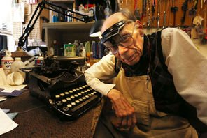 At 92, area's last typewriter repairman loves his Selectrics | Local News | The Seattle Times