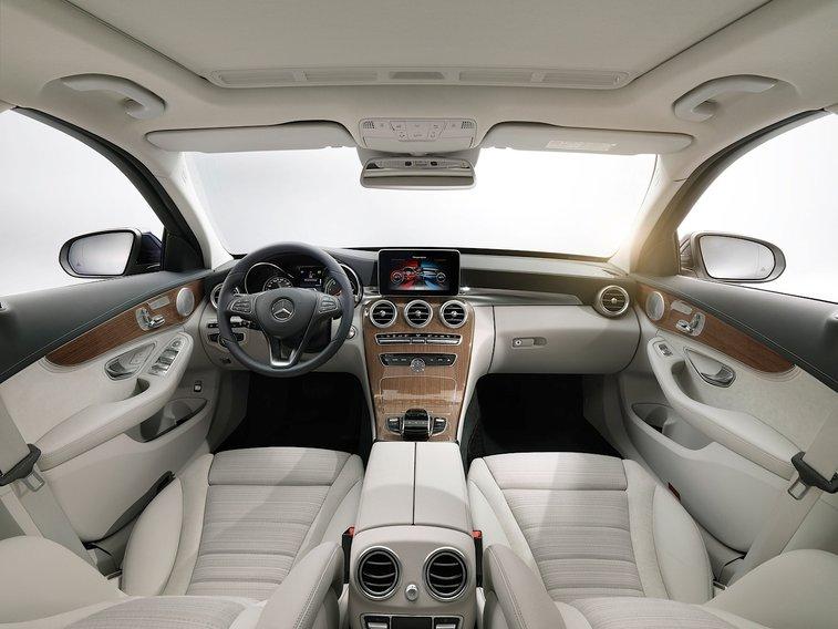 2015 Mercedes C400 Interior