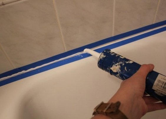 How To Recaulk A Bathtub » iSeeiDoiMake
