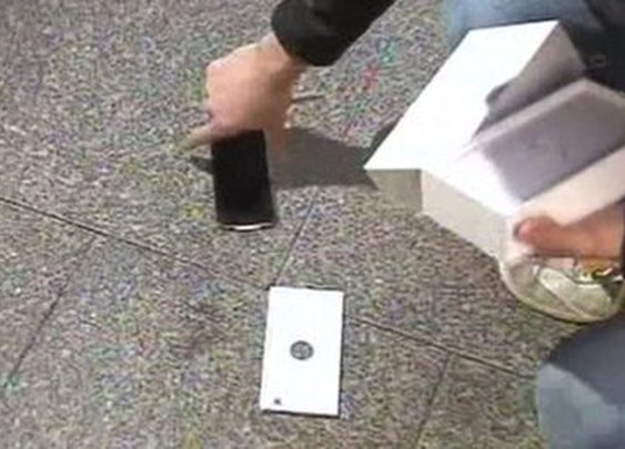 First buyer in Perth drops iPhone 6 during TV interview