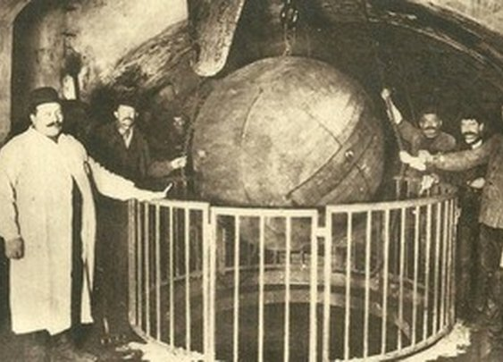 The 19th-Century Iron Balls Still Cleaning the Paris Sewers | Atlas Obscura