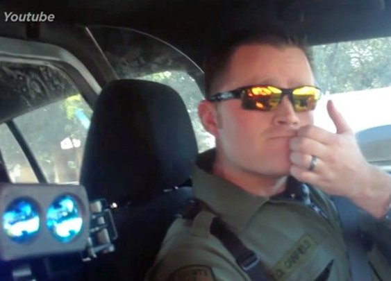 Citizen Pulls Over Police Officer - Yahoo News