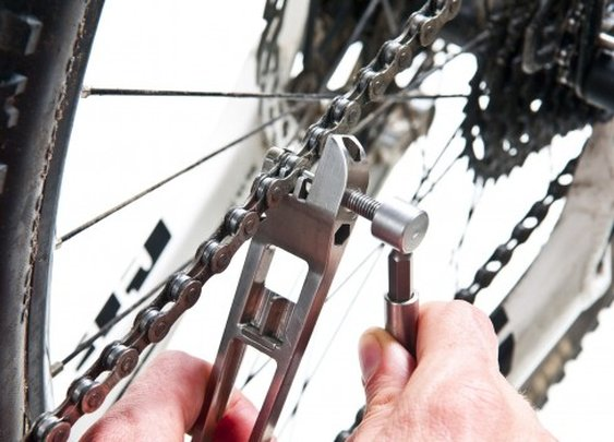 The Breaker adds a chain tool to cycling multitool/tire lever