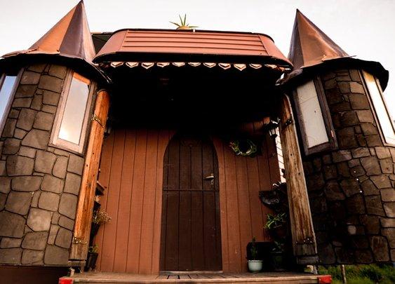 Unbelievable House Truck Transforms Into Fantasy Castle - YouTube
