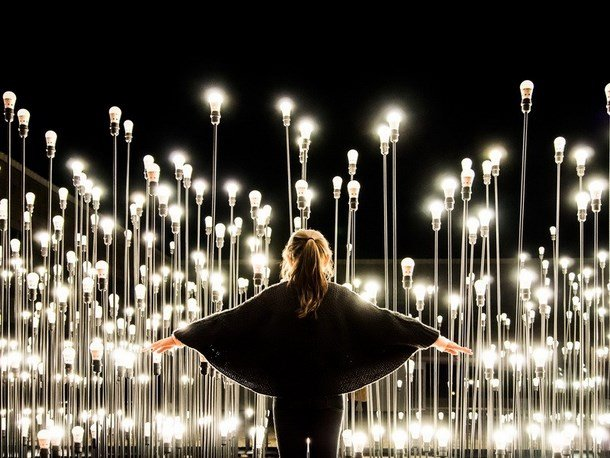 LED art installation – an escape from the labyrinth of light