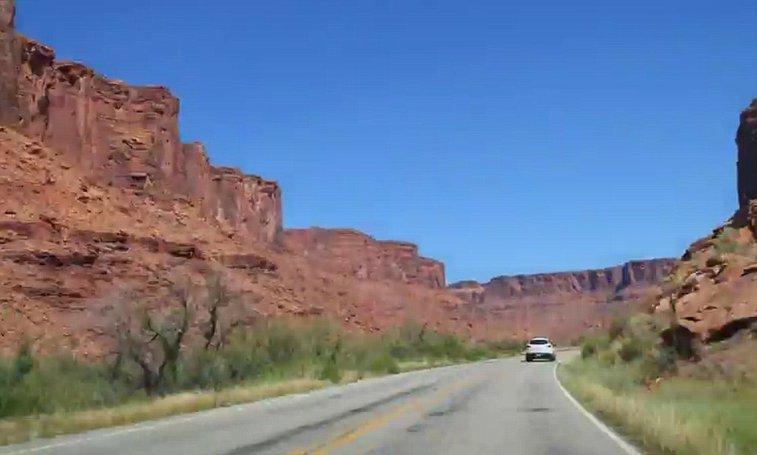 Photographer captures 12,225 mile road trip in 5 minute video