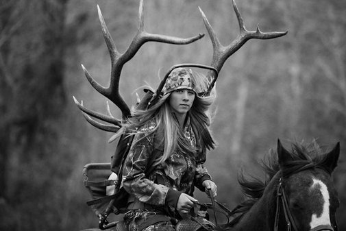Photographer changes views about hunters after photo shoot with teen girl (11 PICS)