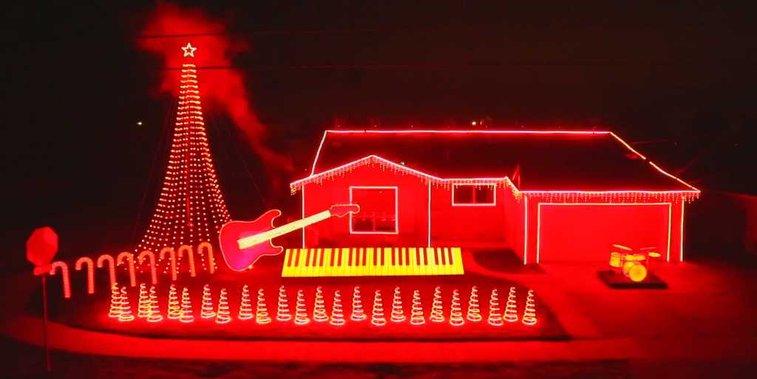 Incredible 'Star Wars' Christmas light show