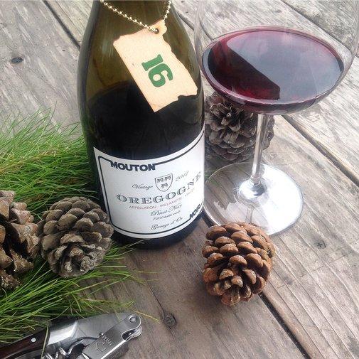 Oregon Advent: Day 16, Mouton Noir Oregogne (Rogue)Willamette Valley Pinot Noir 2012