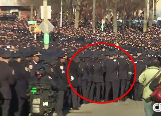 Mayor de Blasio Gets Up to Speak. Watch How the NYPD Responds. | Video | TheBlaze.com