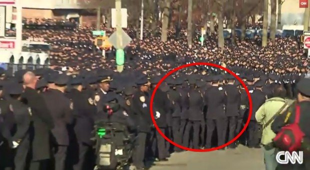 Mayor de Blasio Gets Up to Speak. Watch How the NYPD Responds. | Video | TheBlaze.com