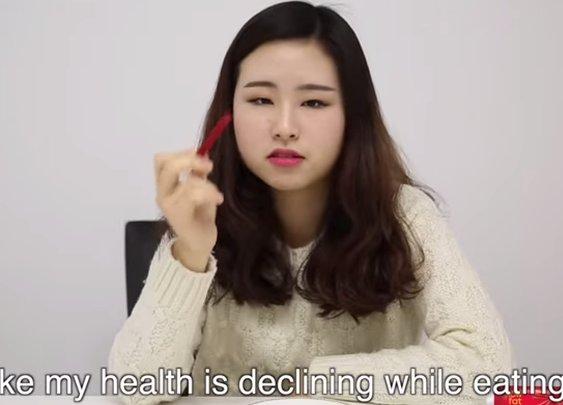 Korean girls try American snack food