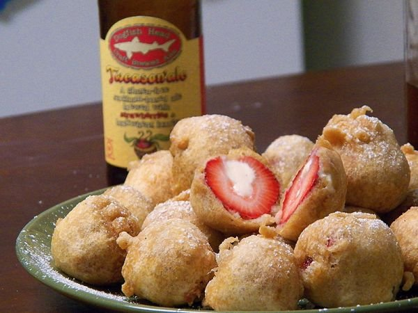 Deep Fried Beer Batter Cheesecake-Stuffed Strawberries - Neatorama