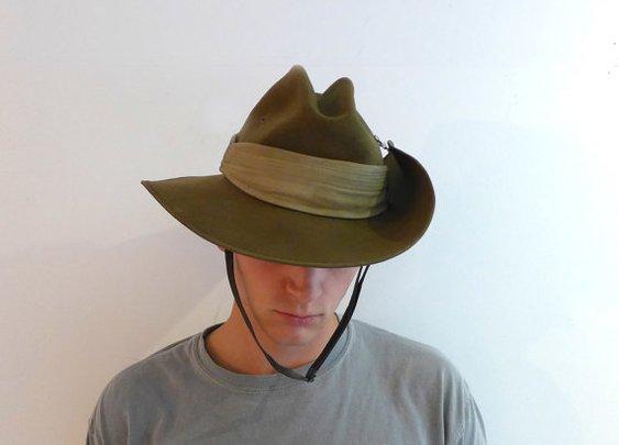Vintage Akubra khaki felt slouch Australian army hat by evaelena