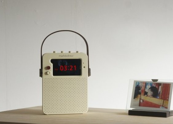 i Ready O repurposes old iPhones as vintage radios