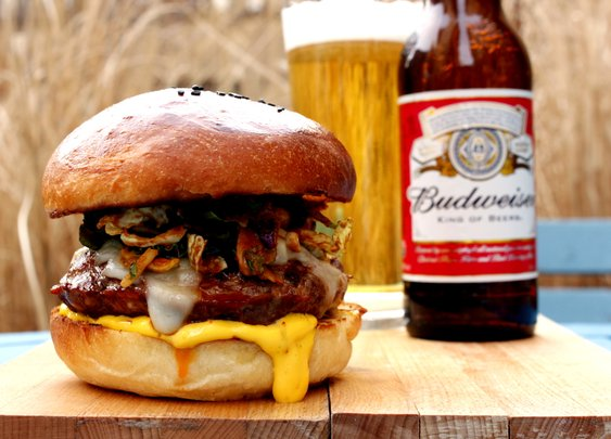Budweiser Chorizo Burger - Rotio/Food