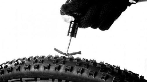 Sahmurai Sword plugs holes in tubeless bike tires – with worms