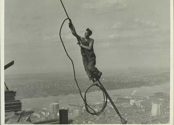 25 Vertigo-Inducing Snapshots of the Empire State Building Under Construction