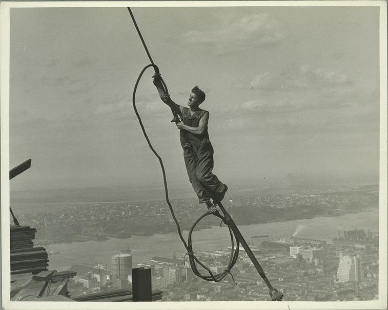 25 Vertigo-Inducing Snapshots of the Empire State Building Under Construction