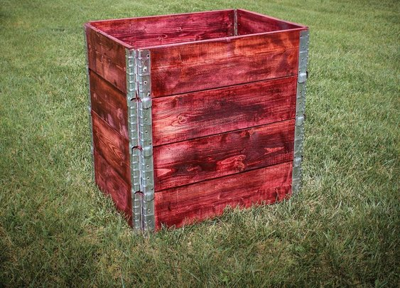 Simple Stackable Compost Bin from Pallets Collars