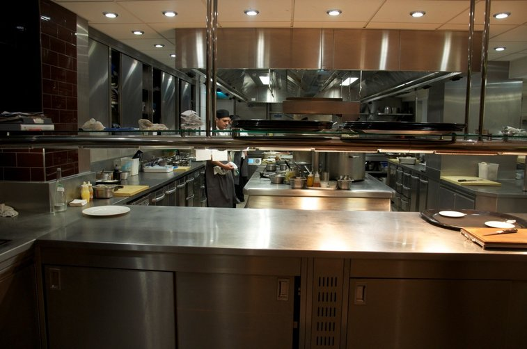 Create the Best Ambiance in Your Restaurant by Leasing the Perfect Equipment