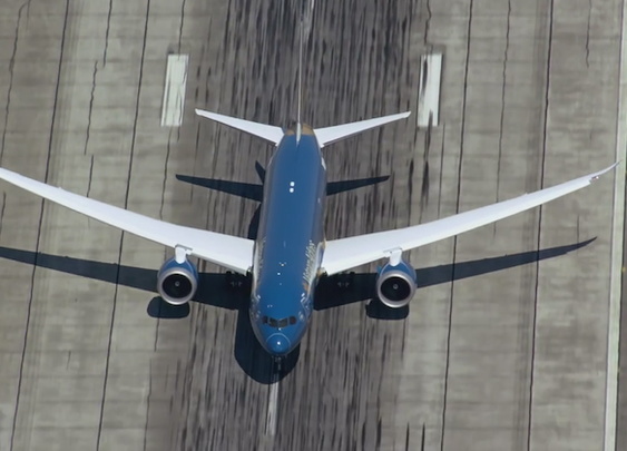 Watch the New Boeing 787-9 Dreamliner Demonstrate a Near-Vertical Takeoff | Mental Floss