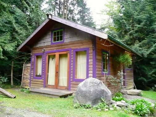 Artwood Cottage with Loft in British Columbia