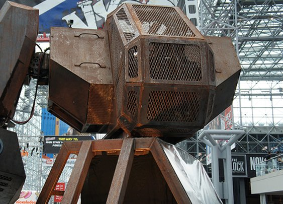 Giant robots from US and Japan will have a real fight next year | News | Geek.com