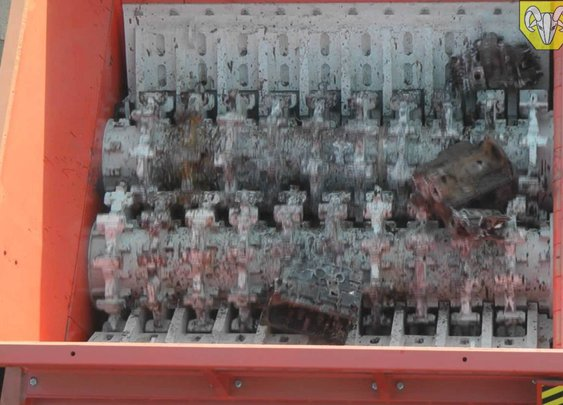 The Hammel VB 950 'Red Giant' Shredder Absolutely Destroys a Whole Bunch of Engine Blocks