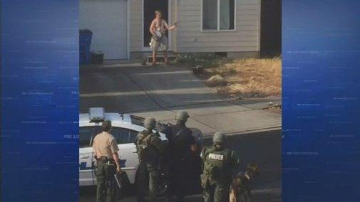 Washington man arrested after bizarre standoff involving banjo