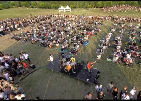 1000 Musicians Simultaneously Perform 'Learn To Fly' to Persuade the Foo Fighters to Play Concert in Italy