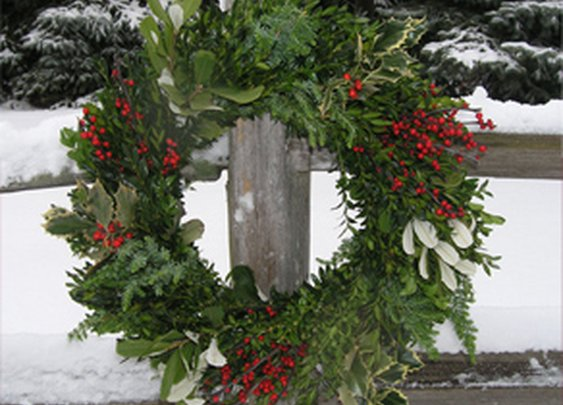 Fresh Christmas Wreaths, Trees and garland | Premium Christmas Wreaths