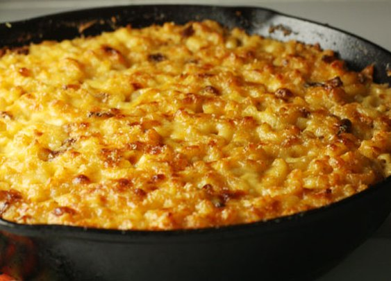 Cast Iron Mac and Cheese with Bacon