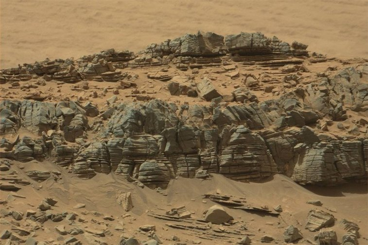 Crab-shaped object photographed on Mars - Business Insider