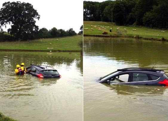 Elderly man 'calmly' smokes pipe while 'sinking' in Loxley lake - BBC News