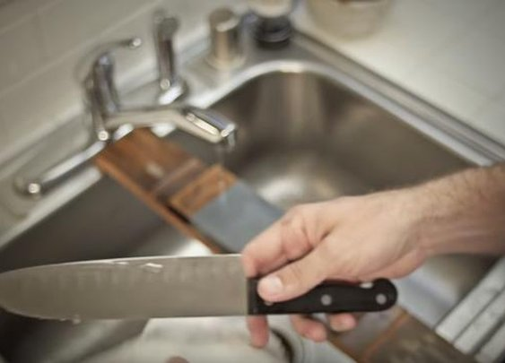 How To Sharpen Your Knives The Right Way - Digg